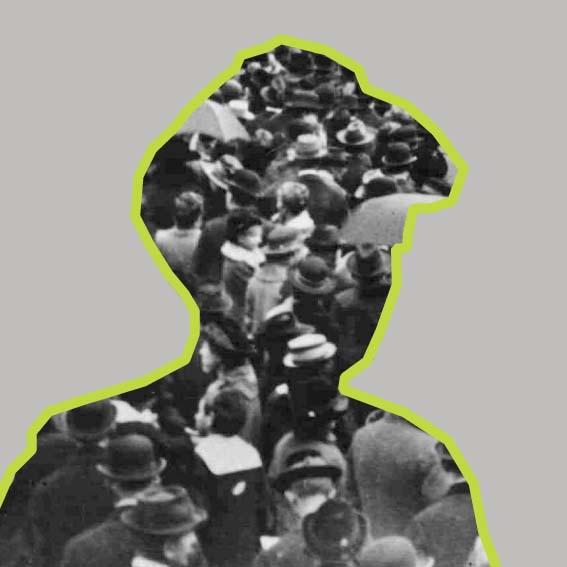 """""""In der Republik kann es keine Privilegien geben, in der Republik kann es nur Menschen geben, die gleichen Rechtes, gleichen Titels und gleichen Ranges sind"""", davon ist Adelheid Popp ((1869–1939) überzeugt. Trotz polizeilicher Beobachtung und den frauenfeindlichen Vorurteilen vieler Sozialdemokraten gewinnt sie an Einfluss. Sie wird ins Parlament gewählt und hält als erste Frau dort eine Rede. Als Abgeordnete versucht Popp von 1919 bis 1933, die Rechte von Frauen zu verbessern – zum Beispiel dadurch, dass Mütter und Väter gleichberechtigt für die Erziehung verantwortlich wären. Dieser Einsatz ist aber kaum erfolgreich. Gerade wenn es um Ehe und Familie geht, übernimmt die Republik viele Regelungen aus der Monarchie."""