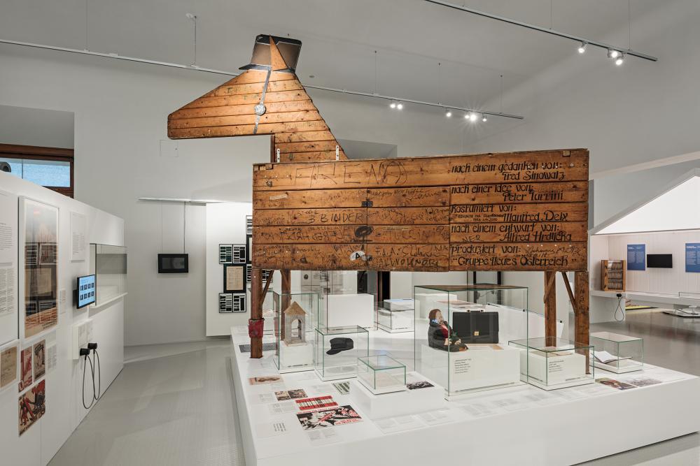Das unter dem Namen Waldheimpferd bekannte, vier Meter große Holzpferd des Künstlers Alfred Hrdlicka
