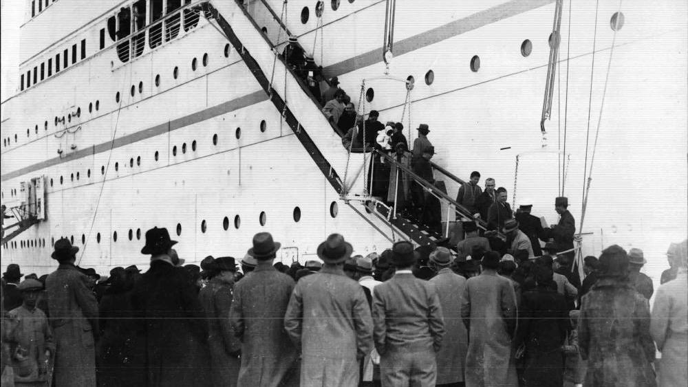 Flüchtlinge aus Österreich treffen mit dem italienischen Schiff Conte Verde in Shanghai ein, 1939.