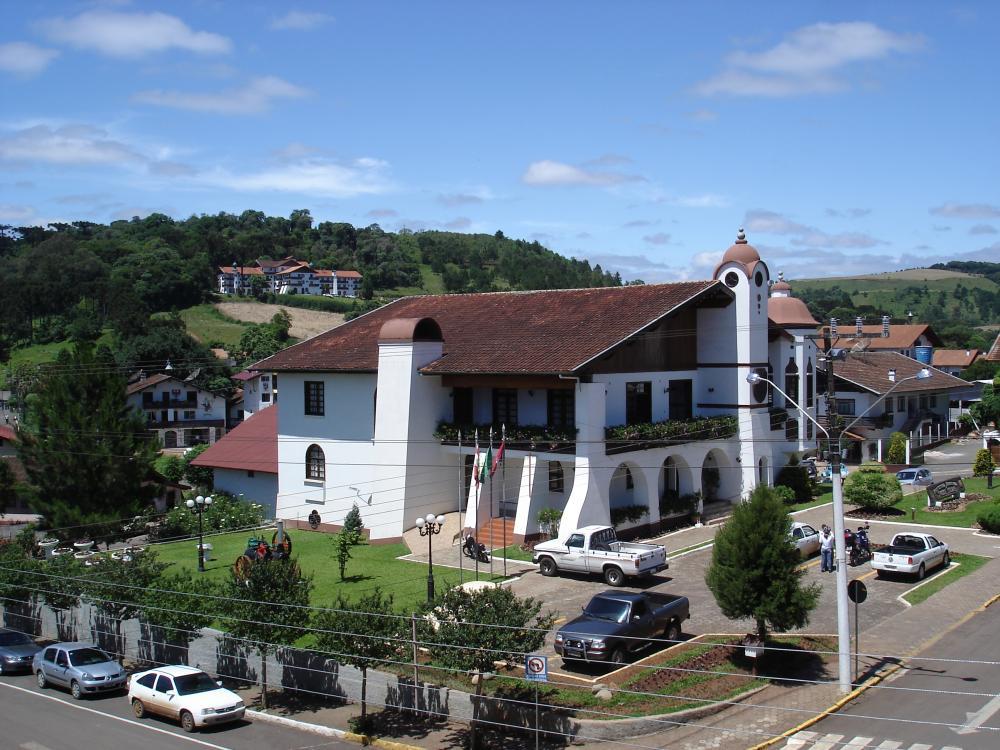 Das Rathaus der Gemeinde Treze Tílias