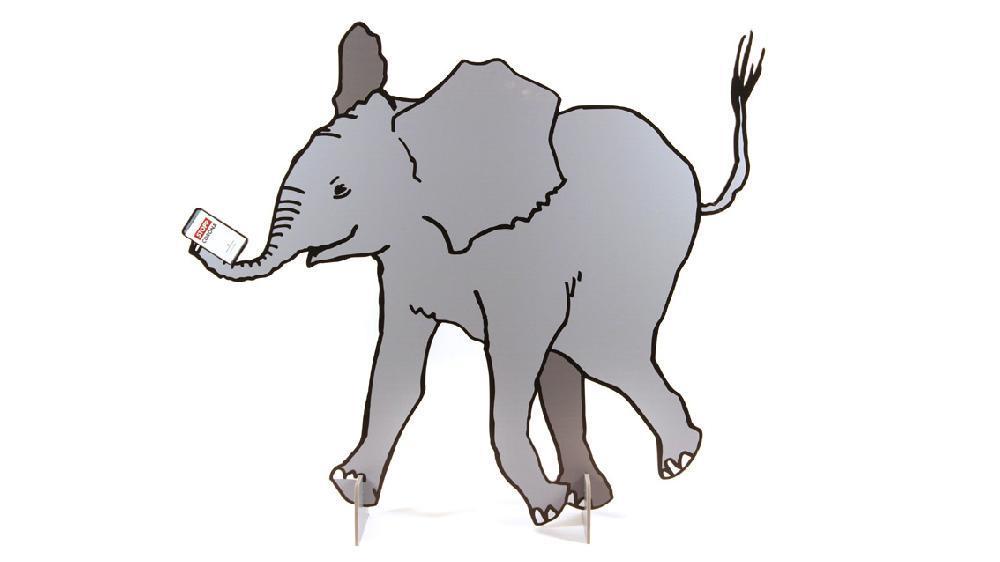 """Aufsteller eines Babyelefanten mit """"Stopp Corona App"""", Juni 2020"""