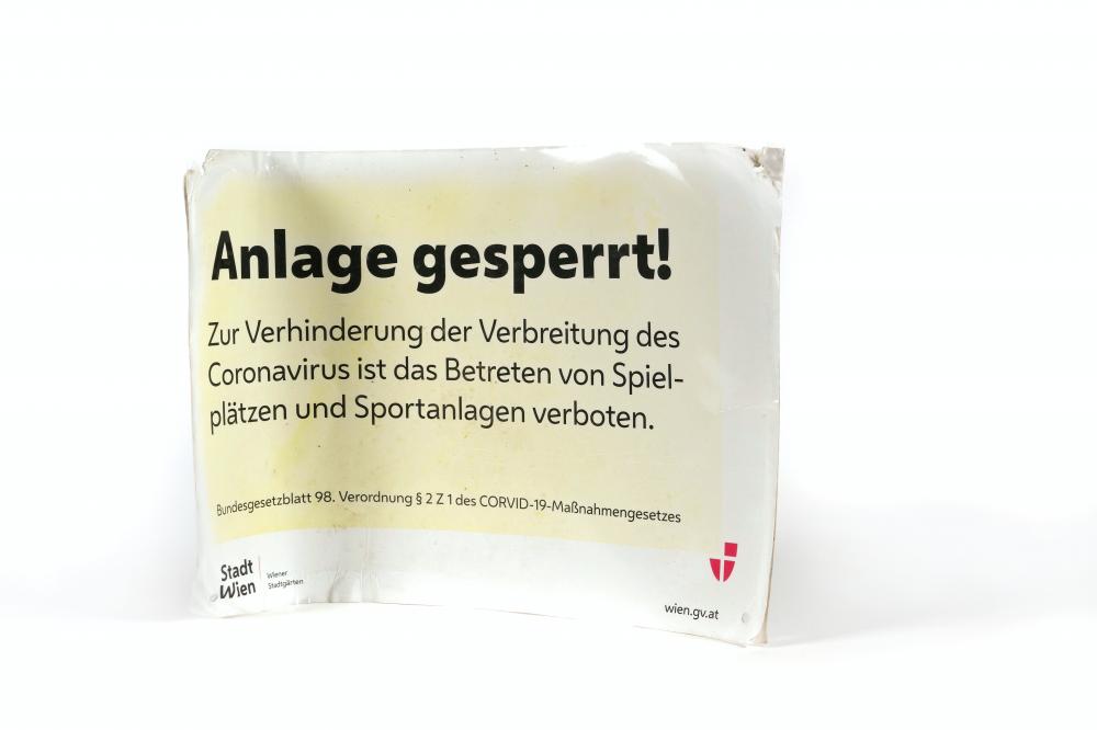 """Abmontiertes Schild """"Anlage gesperrt!"""", April 2020"""