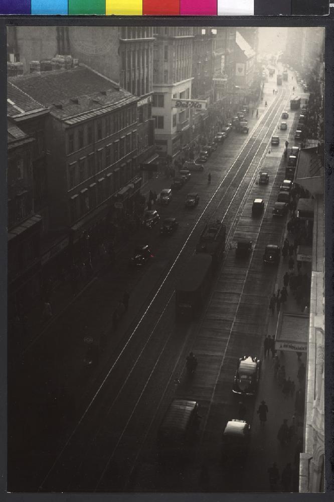Straßenverkehr in der Wiener Mariahilferstraße, 1950